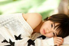"""マジで!? MAJI DE!?: Ayame Gouriki sings and dances to her debut single """"Tomodachi yori daiji na hito"""""""