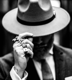 Classy 😎 Rings and tattoos, old school style! Classy Photography, Portrait Photography Men, Photography Poses For Men, Black And White Photography, Smoke Photography, Peaky Blinders, Fotografie Portraits, Luxury Lifestyle Fashion, Men Photoshoot