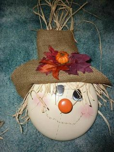 Scarecrow made of a pot lid