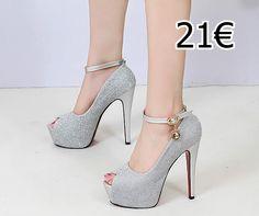 zapato gris brillante con cierre al tobillo y detalle dorado  en el cierre Platform, Heels, Fashion, Grey Pumps, Glow, Heel, Moda, Fashion Styles, High Heel