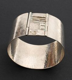 MENNO MEIJER 1930 - Brede zilveren armband met abstracte decoratie ontwerp uitvoering ca.1975
