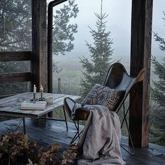 I would be okay spending the rest of my day in this cozy little spot with a view I could get lost in 💛 Photo Source: @bogusias_dream12