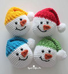 Knitting Patterns Sack Crochet Snowman Heads – Repeat Crafter Me Crochet Christmas Wreath, Crochet Wreath, Crochet Christmas Decorations, Crochet Ornaments, Christmas Crochet Patterns, Holiday Crochet, Crochet Crafts, Crochet Projects, Christmas Crafts