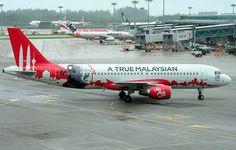 AirAsia Lirik Airbus A321 - Maskapai penerbangan murah terbesar di Asia, AirAsia tengah melirik Airbus A321 baru sebagai bagian dari program pembaharuan..