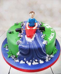 Fantastic detail on this bespoke kayaking cake. #kayakingcake #watersportscake https://www.craftycakes.com/