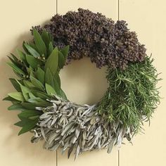 Amazing Easy to Make Wreaths Design ~ http://www.lookmyhomes.com/easy-to-make-wreaths/