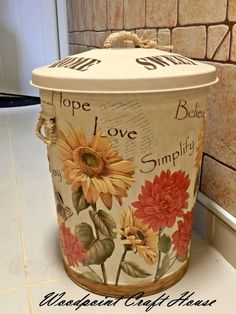 Hand made, wood painting Painted Trash Cans, Painted Milk Cans, Paint Cans, Tole Painting, Painting On Wood, Metal Crafts, Diy And Crafts, Yard Ornaments, Country Paintings