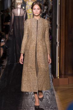 Valentino Haute Couture A/W gallery - Vogue Australia Couture Mode, Couture Fashion, Hijab Fashion, Fashion Show, Fashion Design, Runway Fashion, Valentino Couture, Valentino Paris, Indian Attire