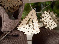 Pino di Natale, decorazione in legno su  http://www.idea-piu.com/store/1/addobbi-e-decorazioni-1023