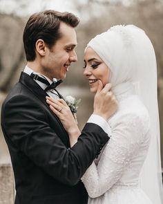 un coeur - cansin dei Bridal Poses, Wedding Poses, Wedding Photoshoot, Wedding Couples, Wedding Bride, Couple Hijab, Wedding Reception Photography, Cute Muslim Couples, Hijab Wedding Dresses
