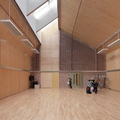 Sandal Magna Community Primary School / Sarah Wigglesworth Architects. The hall is softly lit with daylight. The school is characterised by the use of durable materials.