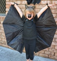 DIY Bat costume from an old umbrella (no-sew costume) // Egyszerű denevér jelmez régi esernyőből - farsangi jelmez // Mindy - craft tutorial collection // #crafts #DIY #craftTutorial #tutorial