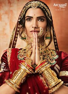 Explore shaadidukaan india's collection of Accessorizing Your Wedding Dress From These Amazing Wedding Chooda Set images on Designspiration. Indian Bridal Outfits, Indian Bridal Fashion, Indian Wedding Jewelry, Rajasthani Bride, Rajasthani Dress, Desi Wedding, Wedding Wear, Wedding Dress, Gold Bridal Earrings