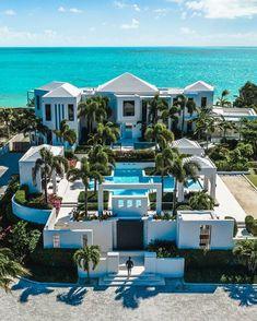 Dream Home Design, Modern House Design, Dream Mansion, Beach Mansion, Leading Hotels, Luxury Homes Dream Houses, Dream Homes, Modern Mansion, Dream House Exterior