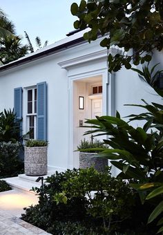 Back Garden Landscaping, White Brick Houses, Tiny House Living, House Goals, Architectural Elements, Coastal Living, Architecture Details, Exterior Design, Fl Usa