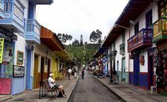 Salento está situado al norte de Armenia (Colombia), es conocido como el municipio Cuna de La Palma de Cera