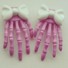 Skeleton hands hair clips. except in black or lilac purple?