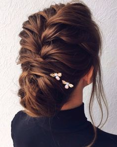 Beautiful and elegant braid + updo hairstyle inspiraiton #weddinghair #weddingupdo #hairstyle #hairideas #updo #upstyle #messyupdo #hairinspiration