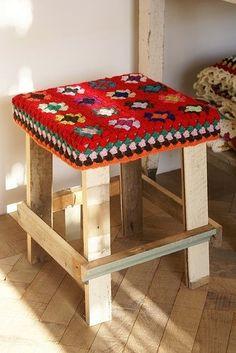 pallet stool with vintage afghan / blanket seat cover