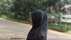 Photo Gadis Berjilbab - Curhat Dong ! Layangan Putus