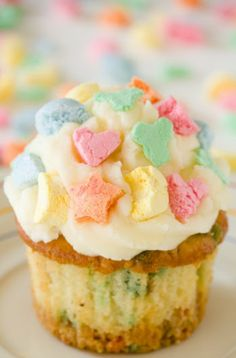 Lucky Charms Cupcakes for St. Patrick's Day!
