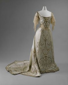 c, 1900 - French. House of Worth. Silk, cotton, metallic thread, glass and metal. The Met Costume Institute. Robes Vintage, Vintage Dresses, Vintage Outfits, Victorian Dresses, Victorian Gothic, Gothic Lolita, Beautiful Gowns, Beautiful Outfits, Beautiful Clothes