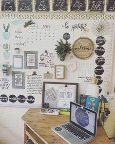 26 farmhouse chic classroom gift ideas 00006 - Eliot Ltd. 5th Grade Classroom, Middle School Classroom, New Classroom, Classroom Setting, Classroom Setup, Classroom Design, Classroom Organization, Creative Classroom Ideas, Highschool Classroom Decor