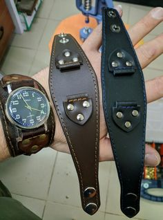 Leather Craft, Handmade Leather, Diy Braids, Old Watches, Fashion Now, Simple Jewelry, Leather Working, Fashion Watches, Bracelets
