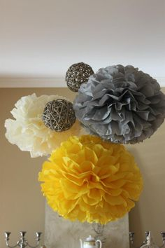 Gray and Yellow Sweet Vintage Baby Shower Decorations. Great for any Spring celebration. Baby Shower Themes Neutral, Baby Shower Yellow, Baby Yellow, Mellow Yellow, Yellow Theme, Vintage Color Schemes, Mesas Para Baby Shower, Baby Shower Vintage, Baby Bedroom