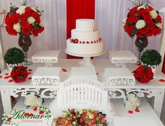 Aluguel Decoração Casamento Noivado Vermelho e Branco Reception Decorations, Birthday Decorations, Table Decorations, Ideas Para Fiestas, Red Wedding, Cake Decorating, Wedding Cakes, Red Roses, Bouquet