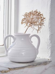 Taking inspiration from the natural world, this beautiful white porcelain vase is decorated with a simple raised feather. White Porcelain, Elegant, Home Accessories, White Vases, Porcelain, Soft Furnishings, Home Decor, House Interior, Vase