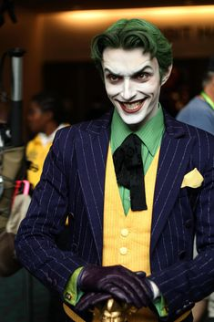 Character: Joker / From: DC Comics 'Batman' & 'Detective Comics' / Cosplayer: Anthony Misiano (aka Harley's Joker) Dc Cosplay, Cosplay Del Joker, Best Cosplay, Cool Cosplay, Costume Joker, Batman Cosplay, Anthony Misiano, Cool Costumes, Cosplay Costumes