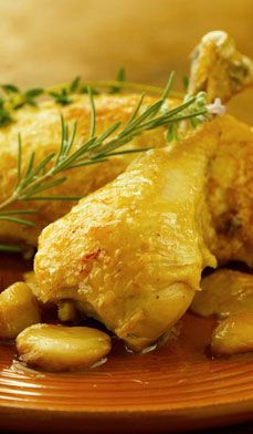 Heart-Healthy Garlic Roast Chicken gets its sweet and earthy taste from 40 caramelized, roasted cloves of garlic, as well as fresh rosemary and thyme. #recipes #healthy