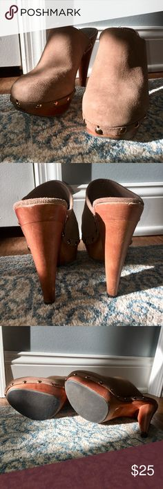 Bakers Daniela clogs Bakers Daniela clogs in excellent used condition except for a mar on footbed of one of shoes which doesn't affect wear at all.   Soles have very little wear from being worn only twice Bakers Shoes Mules & Clogs