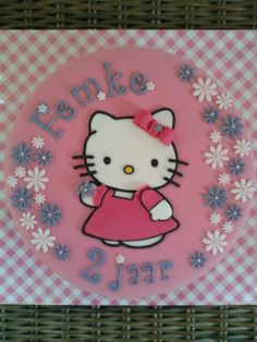 Hello Kitty taart / cake Hello Kitty Cake, Birthday Cupcakes, Evie, Fondant, Cupcake Cakes, Cooking Recipes, Character, Hello Kitty Cake Design, Anniversary Cupcakes