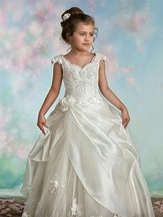 First Communion Dresses, First Holy Communion, Wedding Flower Girl Dresses, Designer Wedding Dresses, Kids Gown, Lace Flats, Frocks, Kids Outfits, Kids Fashion