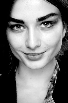 I LOVE THICK EYEBROWS, so beautiful!