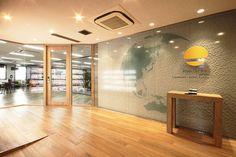 エントランス Office Entrance, Office Reception, Wall Design, Facade, Conference Room, Architecture, Interior, Furniture, Home Decor