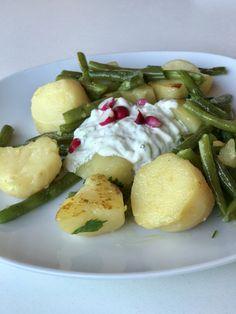 Veggie Rezept: Fisolen mit Erdäpfeln und Gurken-Radieserl Dip | giftigeblonde Convenience Food, Dips, Veggies, Nutrition, Homemade, Meat, Breakfast, Juni, Recipes