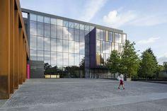 Brookes University 'The entrance plaza' / Design Engine Architects, image: Tim Crocker