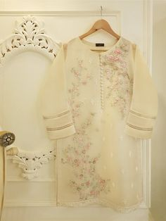 Agha Noor Ready to Wear Stitched Collection – Size LARGE – PURE ORGANZA SHIRT S100472 Simple Pakistani Dresses, Pakistani Wedding Dresses, Pakistani Outfits, Simple Dresses, Best Designer Suits, Pakistani Suits Online, Velvet Dress Designs, Suits Online Shopping, Different Dresses