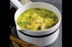 Pórková polévka s pastinákem | Apetitonline.cz Soups And Stews, No Cook Meals, Cheeseburger Chowder, Healthy Eating, Healthy Food, Curry, Food And Drink, Healthy Recipes, Cooking