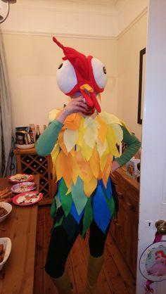 My friend& HeyHey the chicken costume from Disney& Moana which her mum. - This is Halloween - Moana Costume Diy, Moana Halloween Costume, Halloween Costumes For Work, Halloween Crafts, Chicken Costumes, Pig Costumes, Disney Halloween, Halloween Season, Fall Halloween