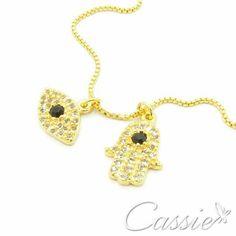 ✌ Pra afastar tudo de negativo!! ✌ Colar Amuletos folheado a ouro com dois pingentes, um de Olho Grego e o outro de Hamsa, cravejados de zircônias.  APROVEITE, POIS ESTÁ COM DESCONTO!!!  ╔═════════    ═════════╗ #Cassie #semijoias #acessórios #moda #fashion #estilo #inspiração #tendências #trends #brincos #olhogrego #brincoslindos #love #tem #lookdodia #zircônias #folheado #dourado #brincoleque #brincoleve #colar #pulseiras #berloques #charms #maxibrinco #anellove #diadasmães # #