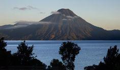 Vulkan Panajachel Guatemala 600x352 im Guatemala Reiseführer http://www.abenteurer.net/134-guatemala-reisebericht/