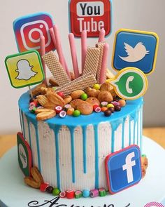 Fabulous cake for a social media lover by - Kuchen-Designs 14th Birthday Cakes, Candy Birthday Cakes, Creative Birthday Cakes, Pretty Birthday Cakes, Birthday Cakes For Teens, Teen Boy Birthday Cake, Makeup Birthday Cakes, Iphone Cake, Teen Cakes