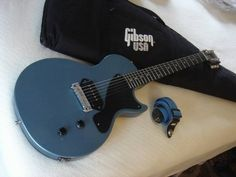 2011 Gibson Les Paul Junior, Made in USA, Gloss nitro finish, Dogear P90. Identical to this posting: http://www.gbase.com/gear/gibson-les-paul-jr-2011-pelham-blue Upgrades: Adjustable bridge &...