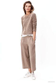 monochrome, camel outfit, camel sweater, minimalistic style, monichromatic color palette outfit, camel color wide leg pants