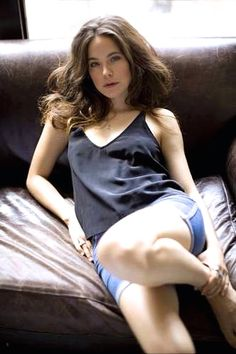 Caroline Dhavernas is a Canadian actress known for De père en flic, Wonderfalls, Blue Moon, Off the Map, Mary Kills People as Dr. Alana Bloom in Hannibal. Girl M, Canadian Actresses, Celebs, Celebrities, Blue Moon, Girl Crushes, Basic Tank Top, Camisole Top, Beautiful Women