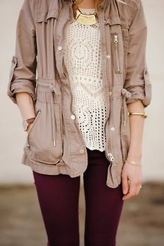 beige parka, aubergine pants, white lace pull, golden accessories. Really love everything about this outfit. I already have cute pants in a similar color.